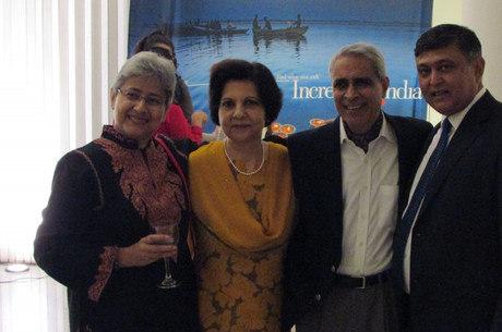 Sujata Chatterji, embaixatriz Gitanjali Lal, embaixo da Índia Sunil Lal e o fotógrafo Benoy K Behl
