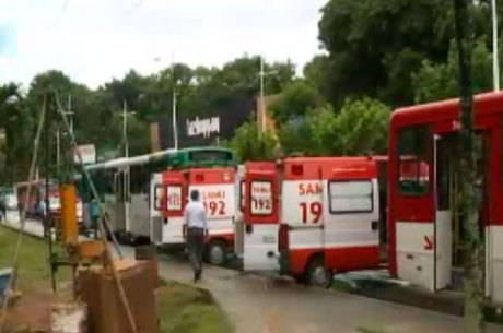 Vítimas foram socorridas por ambulâncias do Samu