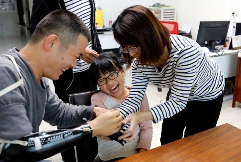 Agora que a ideia deu certo, Chang decidiu usar o conhecimento que tem para ajudar os outros