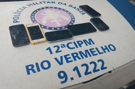 Seis celulares foram recuperados pelos policiais