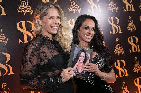 Renata Spallicci  e Adriane Galisteu no lançamento do livro