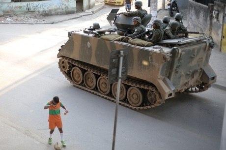 Cerca de 75% da população da Maré considera ocupação militar regular, ruim ou péssima