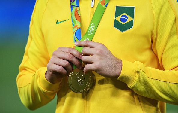 Mais de 80 atletas dos EUA devolvem medalhas da Rio 2016 — Defeito