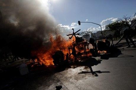 Central Sindical estima que 100 mil trabalhadores participaram da manifestação