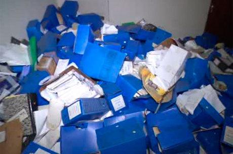 Ainda é possível achar documentos nas instalações do cartório abandonado