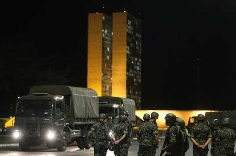 Exército nas ruas de Brasília