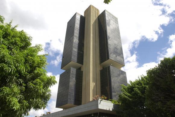 Contas do setor público registram superávit de R$ 12,9 bilhões em abril