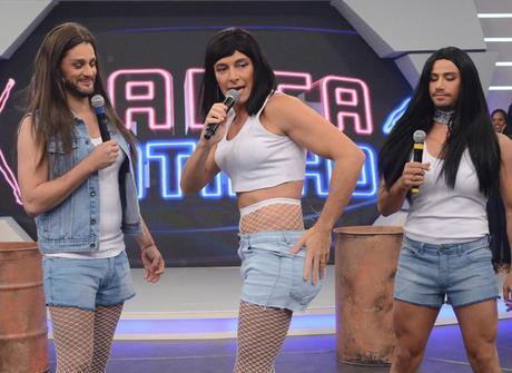 Rodrigo Faro vira Anitta e Munhoz & Mariano são Simone & Simaria