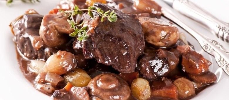 Conheça a receita da carne ensopada à moda francesa