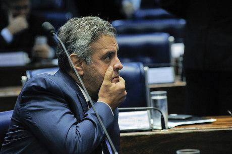 Aécio Neves está afastado por determinação do Supremo