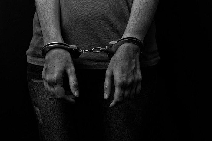 Conflito em prisão nos EUA deixa 7 detentos mortos e 17 feridos