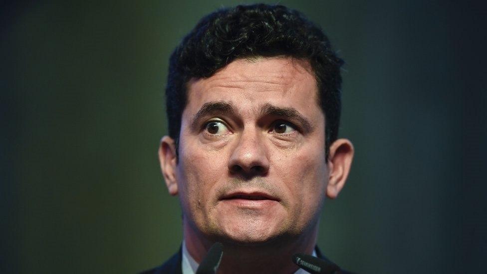 Quatro ministros votam por restrição de foro privilegiado; Moraes pede vista