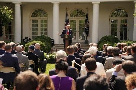 Trump diz que tentará renegociar nova entrada no pacto