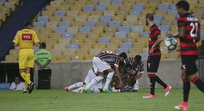 Jogadores do Fluminense fazem festa para comemorar gol de Richarlison