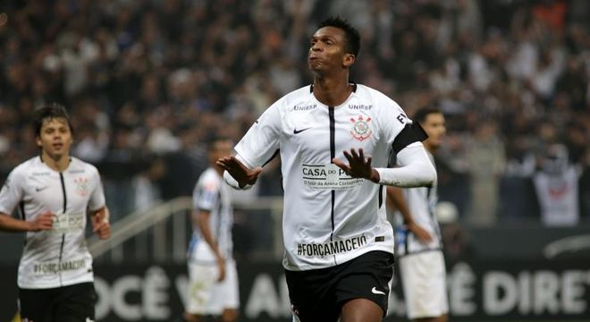 Jô é a esperança de gols do Corinthians contra o Galo, em Belo Horizonte