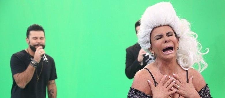 Gretchen também vai aprontar todas com as brincadeiras no palco do programa