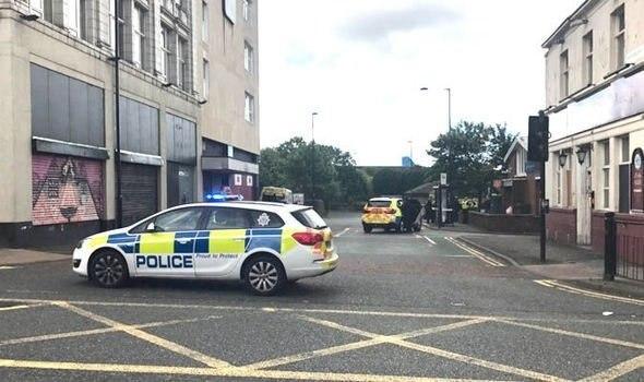 Homem armado com faca faz reféns em centro de emprego em Newcastle