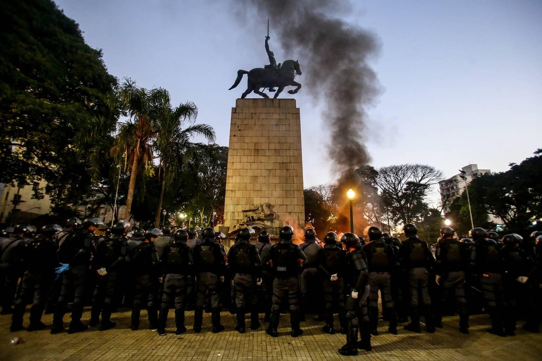 Polícia volta a fazer operação na Cracolândia neste domingo