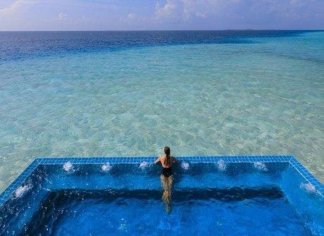 Descubra piscinas e banheiras<br />com as vistas mais incríveis