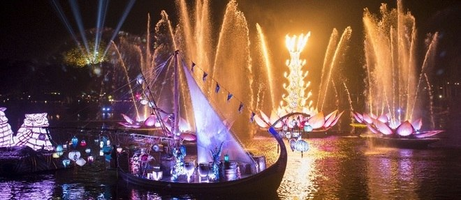 Projeções de Rivers of Light usam mais de 50 mil luzes de LED no Animal Kingdom