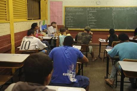 Resultado de imagem para alunos sem escolaridade e sem interesse