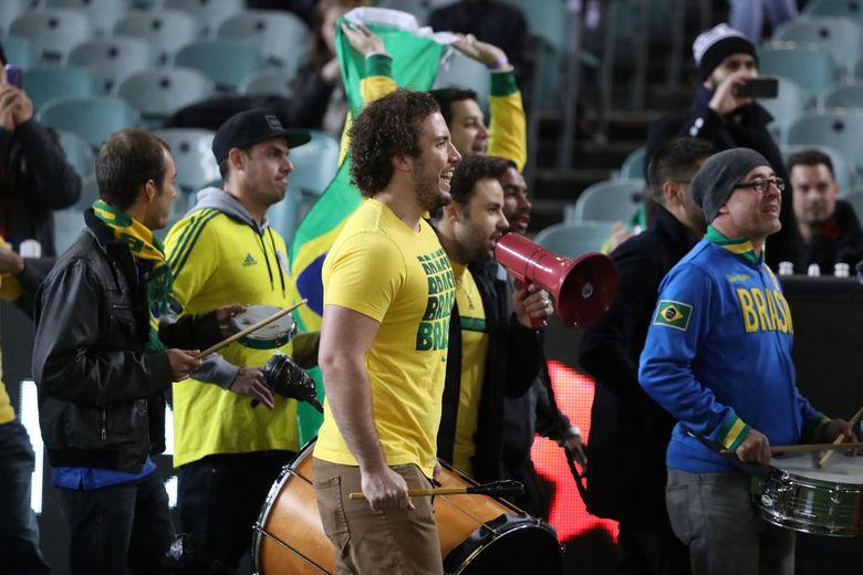 A torcida brasileira marca presença no Estádio Melbourne Cricket Ground