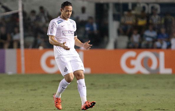 Com gol de Kayke e brilho de Vanderlei, Santos supera o Palmeiras