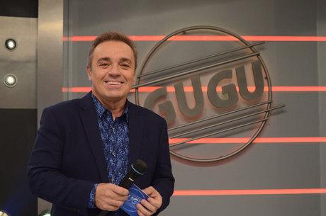 Gugu Liberato apresenta o programa ao vivo, a partir das 22h30