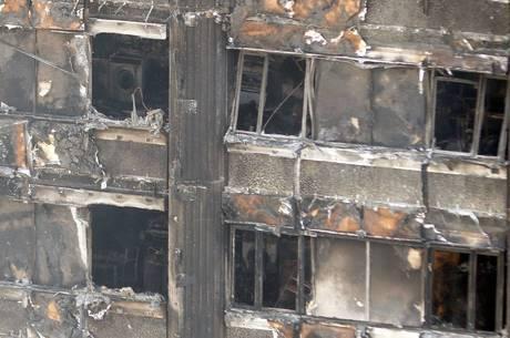 O Corpo de Bombeiros informou hoje que não espera encontrar mais ninguém com vida no interior do edifício