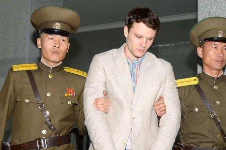 Warmbier estava visitando a Coreia do Norte com um grupo turístico