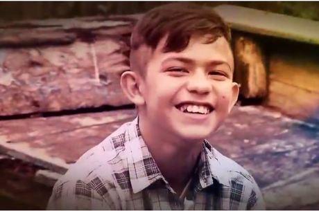 Jonison, de 13 anos, foi abandonado pela mãe e luta para salvar o pai