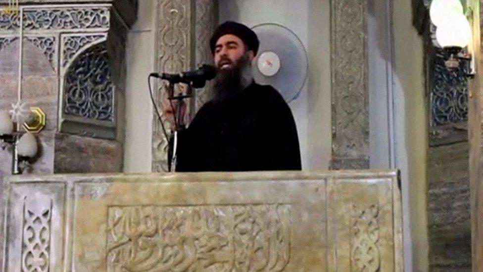 Líder do EI está vivo e escondido na Síria, afirma autoridade curda