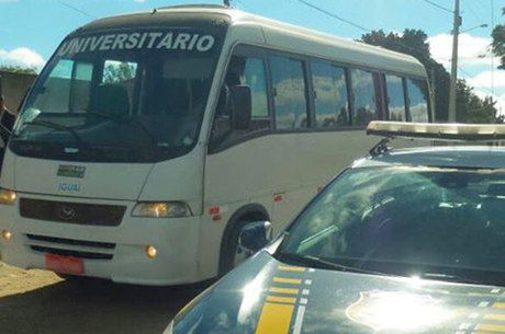 O condutor foi encaminhado juntamente com o veículo e o documento falso para a delegacia de polícia judiciária local