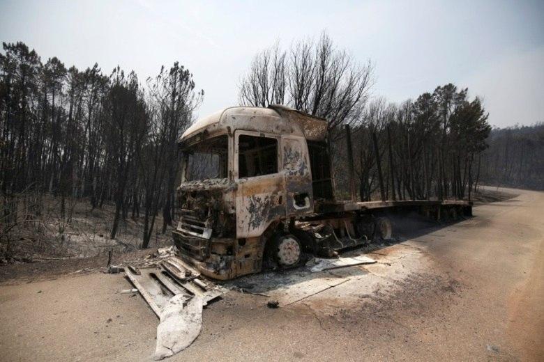 Entre as vítimas de ferimentos, há oito bombeiros, quatro deles em estado grave. Uma criança está também internada