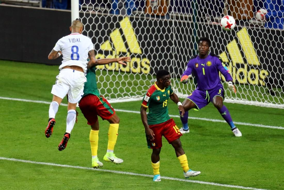 Lesão tira goleiro Bravo da estreia do Chile na Copa das Confederações
