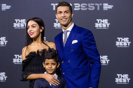 CR7, sua namorada e o filho Cristiano Ronaldo Jr.