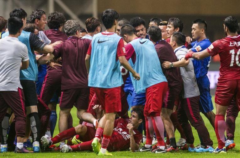 Oscar é suspenso por oito jogos depois de iniciar confusão na China