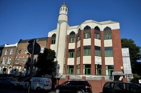 Vista geral da Mesquita de Finsbury Park; van avançou sobre fiéis