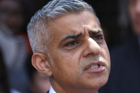 Prefeito de Londres, Sadiq Khan, elogiou conduta de líder que protegeu suspeito de atropelamento