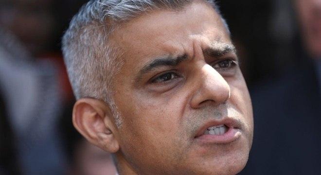Sadiq Khan lamentou que londrinos não estão cumprindo com isolamento
