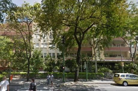 O hospital diminuiu o atendimento devido à crise financeira