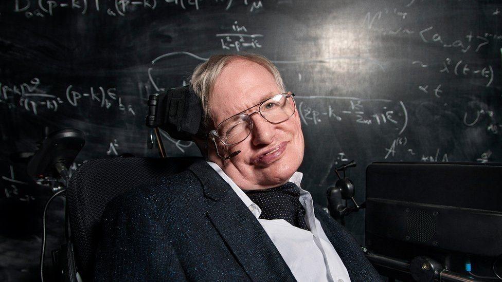 Stephen Hawking: humanidade está condenada se não colonizar a Lua e Marte
