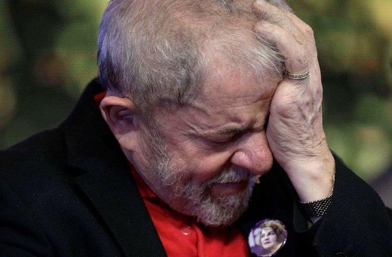 O ex-presidente Luiz Inácio Lula da Silva (PT) foi condenado no início da tarde desta quarta-feira (12) a nove anos e seis meses de prisão, pelo pelos crimes de corrupção e lavagem de dinheiro. O petista, no entanto, é réu em mais quatro ações: mais duas na Lava Jato, outra na Operação Zelotes e uma na Operação Janus. Relembre nas próximas fotos o que pesa contra o ex-presidente