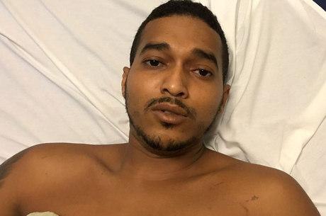 Ele apresentou uma CNH (Carteira Nacional de Habilitação) em nome de Darlan Santos da Silva para receber atendimento na unidade de saúde