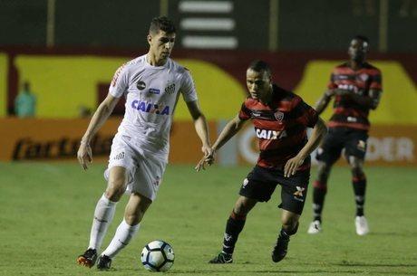 Vitor Bueno em ação na vitória do Santos no Barradão