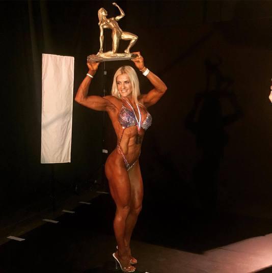 Conhecida como Barbie Musculosa, a fisiculturista brasileira Karen Domingos fez bonito ao ser campeã da categoria Figure do Mundial de Fisiculturismo, que foi realizado na RússiaEsportesR7 está no YouTube. Inscreva-se