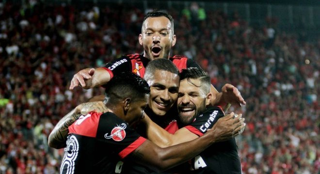 Paolo Guerrero mostrou oportunismo e marcou seus primeiros gols no Campeonato Brasileiro