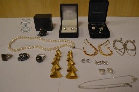 Resultado de imagem para joias apreendidas da esposa de Sergio cabral
