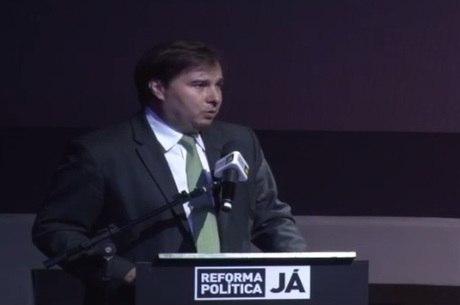 Alexandre de Moraes pediu explicações para Maia sobre pedidos de impeachment contra Temer que estão na Câmara dos Deputados
