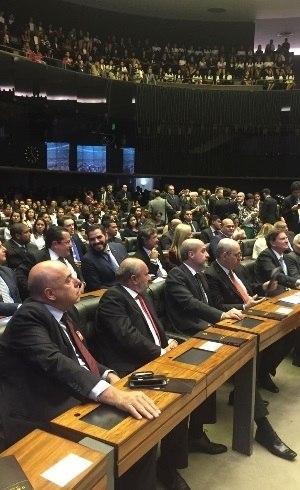 Sessão solene deixou Congresso lotado